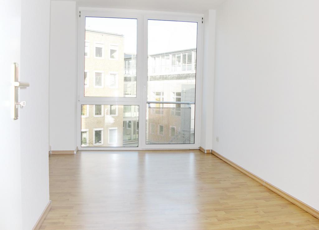 sonnig neuwertig zentral 3 zimmer wohnung mitten in bad schwartau haprom. Black Bedroom Furniture Sets. Home Design Ideas